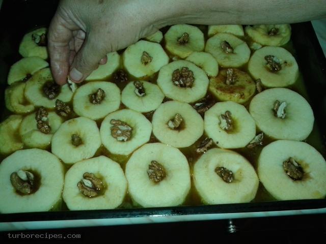 Υπέροχη μηλόπιτα - Βήμα 6