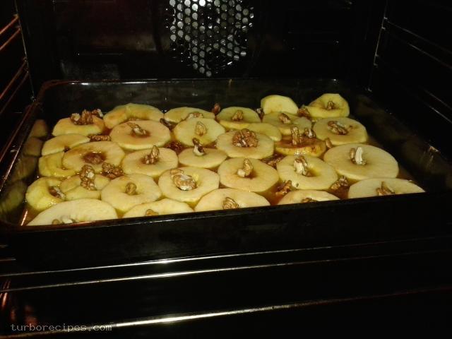 Υπέροχη μηλόπιτα - Βήμα 7