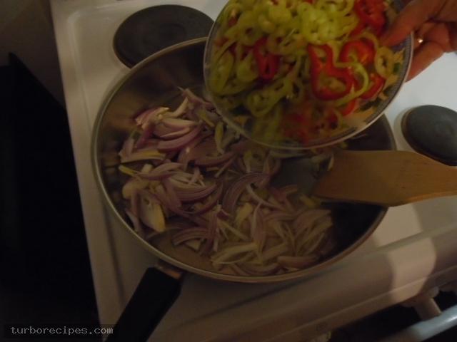 Λουκάνικα με πιπεριές και ρύζι - Βήμα 4