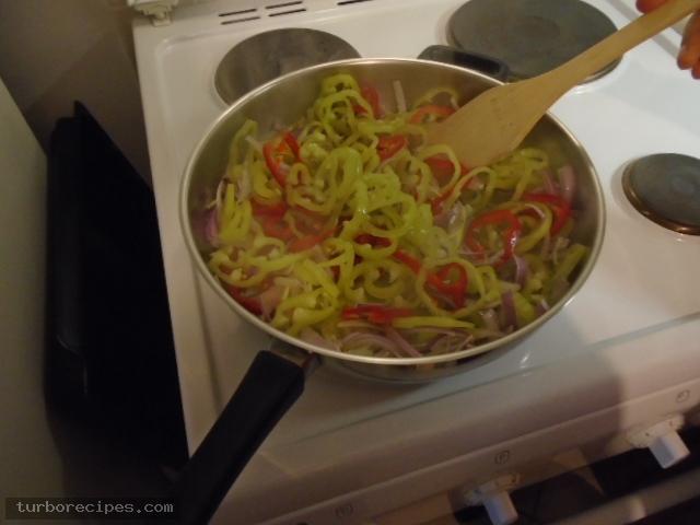 Λουκάνικα με πιπεριές και ρύζι - Βήμα 5