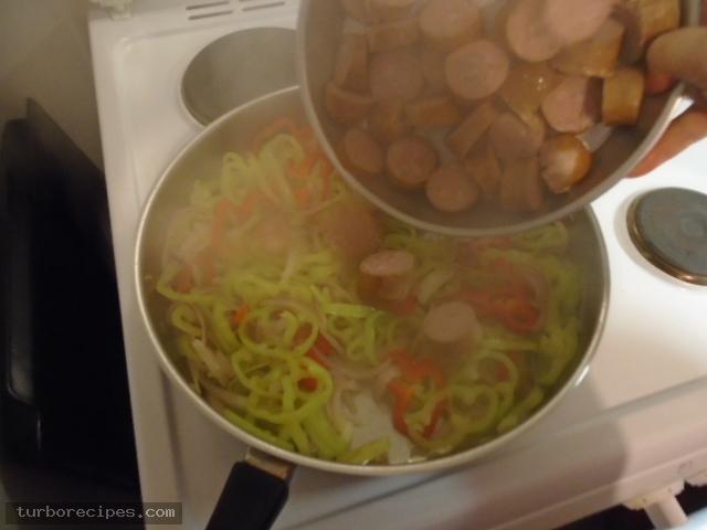 Λουκάνικα με πιπεριές και ρύζι - Βήμα 6