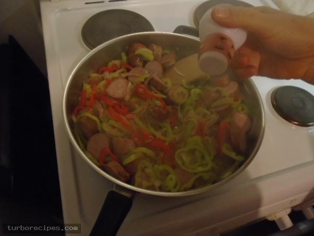 Λουκάνικα με πιπεριές και ρύζι - Βήμα 7