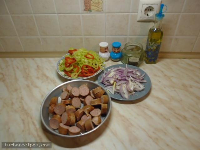 Λουκάνικα με πιπεριές και ρύζι - Υλικά συνταγής