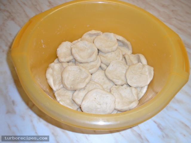 Νηστίσιμα σπανακοπιτάκια με σπιτική ζύμη - Βήμα 1