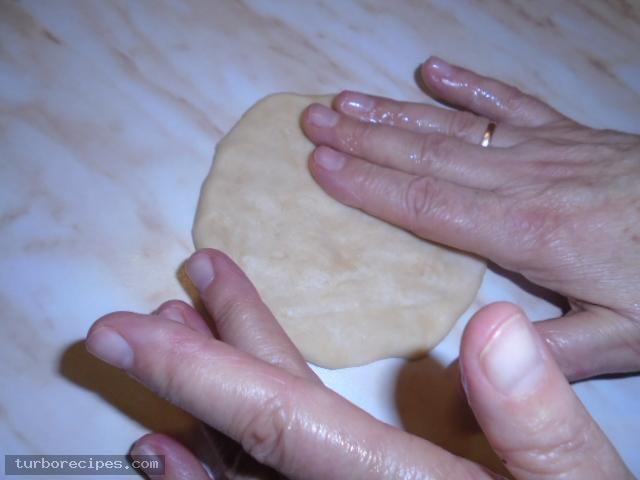Νηστίσιμα σπανακοπιτάκια με σπιτική ζύμη - Βήμα 11