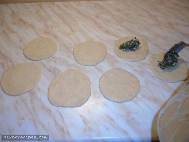 Νηστίσιμα σπανακοπιτάκια με σπιτική ζύμη - Βήμα 16