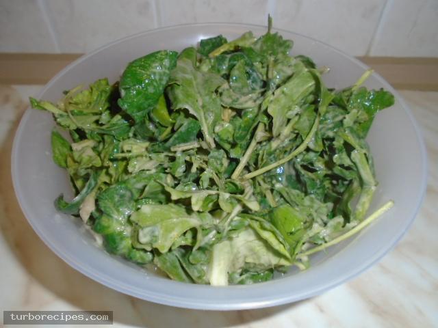 Πράσινη σαλάτα με σως ταχινιού