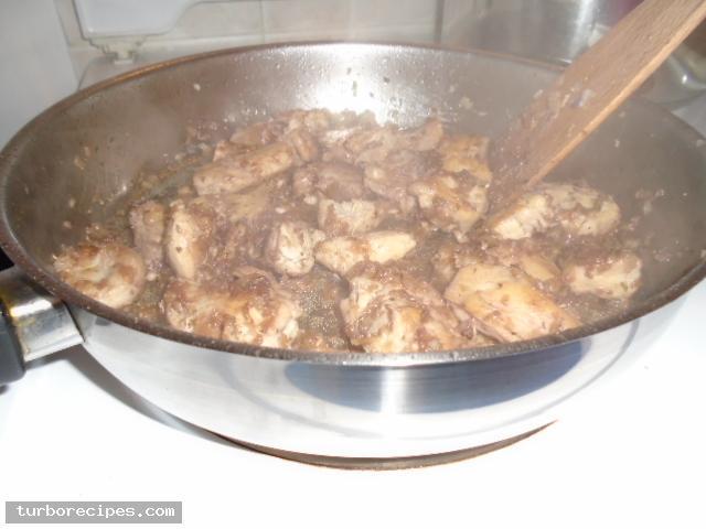 Κοκκινιστό στήθος κοτόπουλου με ταλιατέλες - Βήμα 14