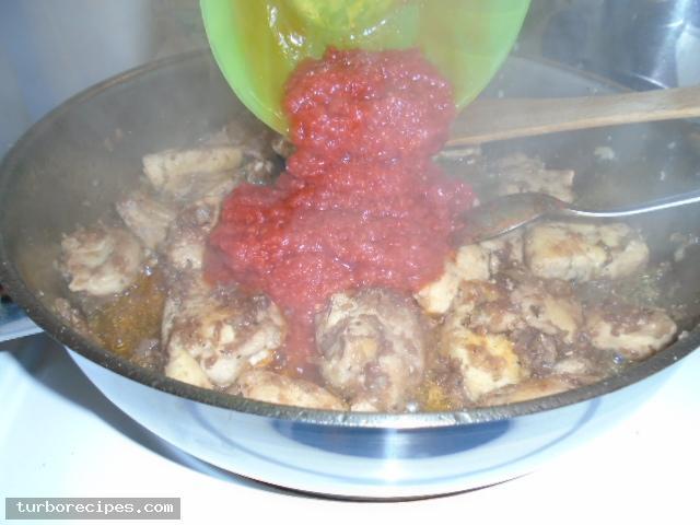 Κοκκινιστό στήθος κοτόπουλου με ταλιατέλες - Βήμα 15