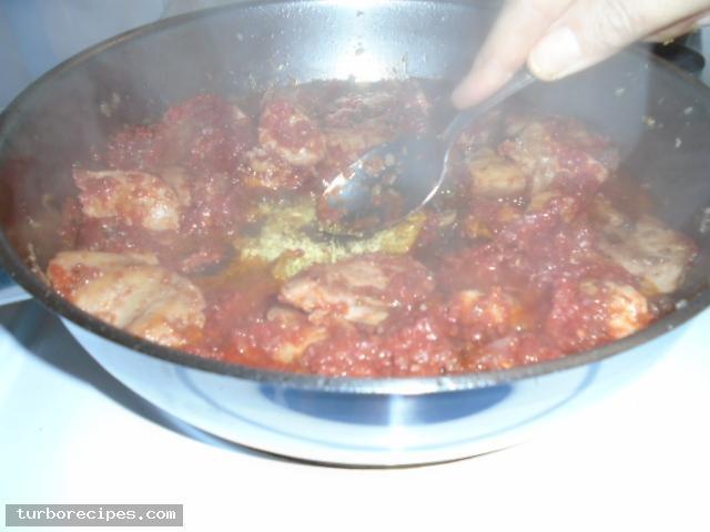 Κοκκινιστό στήθος κοτόπουλου με ταλιατέλες - Βήμα 17