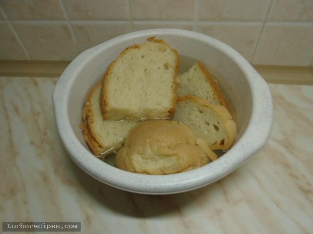 Παραδοσιακή σκορδαλιά με ψωμί - Βήμα 1