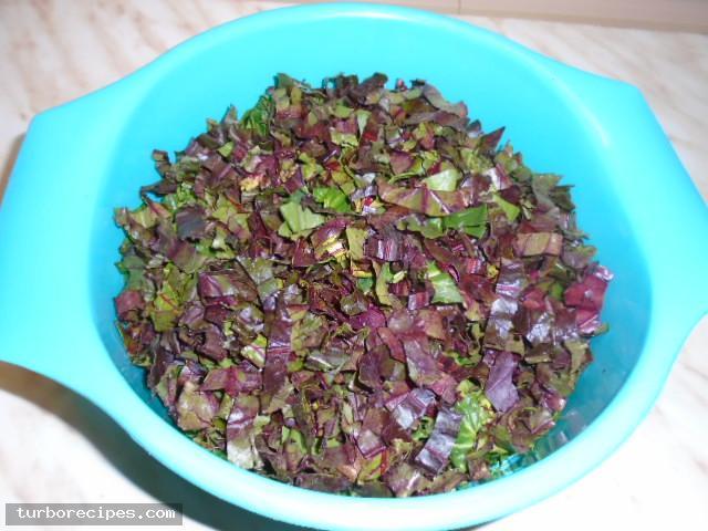 Στριφτή χορτόπιτα με χειροποίητο φύλλο - Βήμα 2