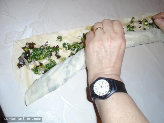 Στριφτή χορτόπιτα με χειροποίητο φύλλο - Βήμα 20