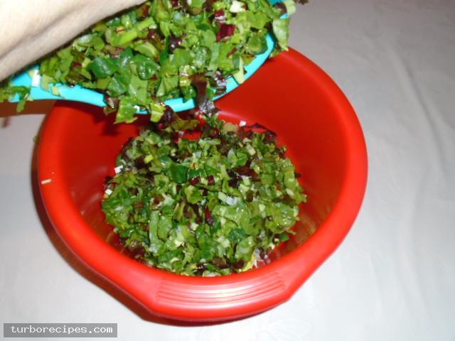 Στριφτή χορτόπιτα με χειροποίητο φύλλο - Βήμα 3