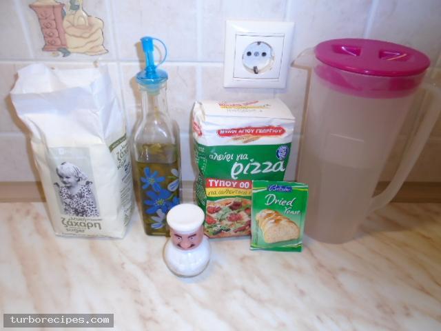 Τραγανή και λεπτή ζύμη για πίτσα - Υλικά συνταγής