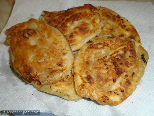 Τηγανιτές δίπλες με τυρί και αυγό