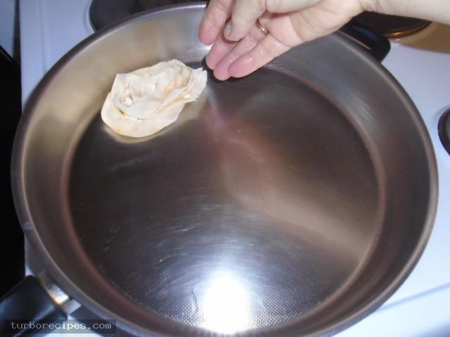 Τηγανιτές δίπλες με τυρί και αυγό - Βήμα 12