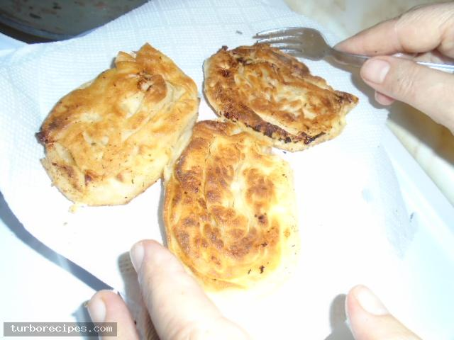 Τηγανιτές δίπλες με τυρί και αυγό - Βήμα 15