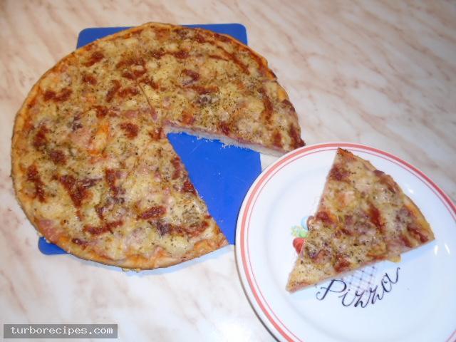 Πίτσα με αλλαντικά