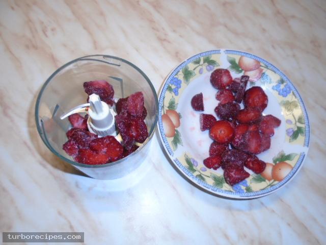 Παγωτό φράουλα με γιαούρτι - Βήμα 2