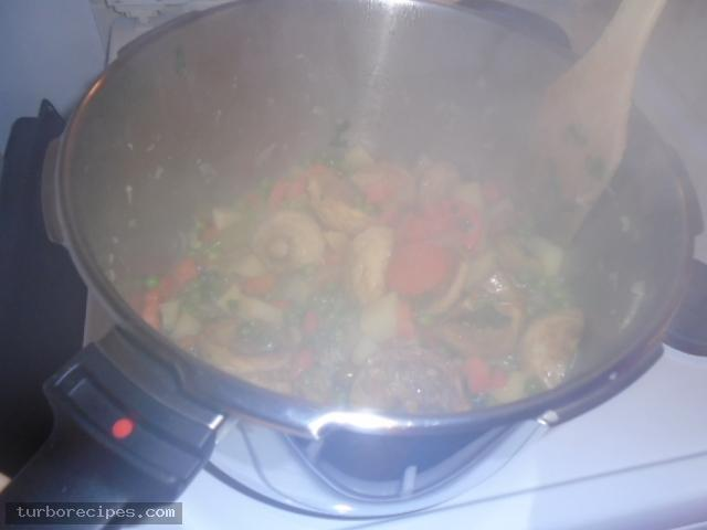 Αγκινάρες με λαχανικά - Βήμα 16