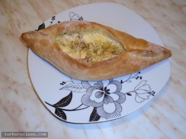 Πεϊνιρλί με τυριά και αλλαντικά