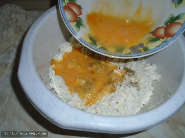 Στριφτή τυρόπιτα με χειροποίητο φύλλο - Βήμα 5