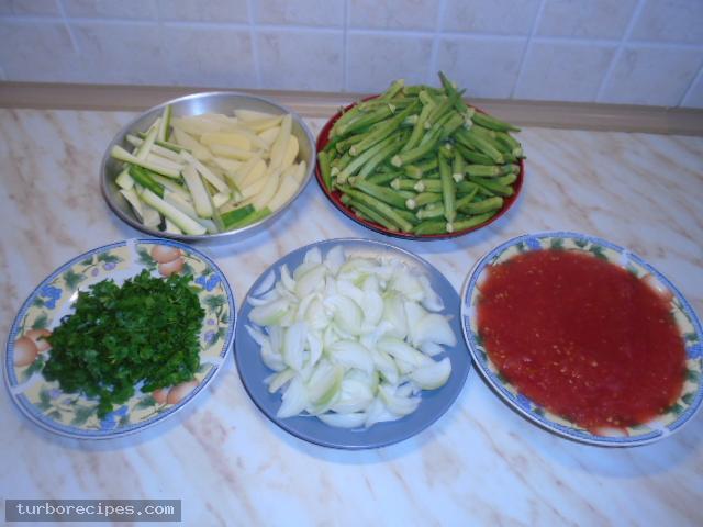 Μπάμιες με κοτόπουλο στο φούρνο - Βήμα 1