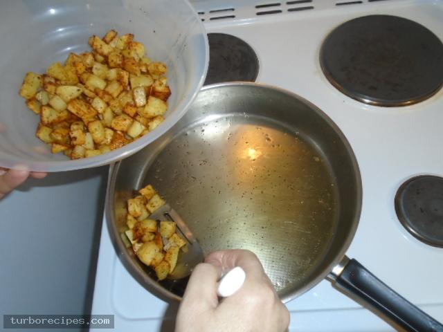 Μεξικάνικες πατάτες με λιωμένο τυρί τσένταρ, σκόρδο και κύμινο - Βήμα 11