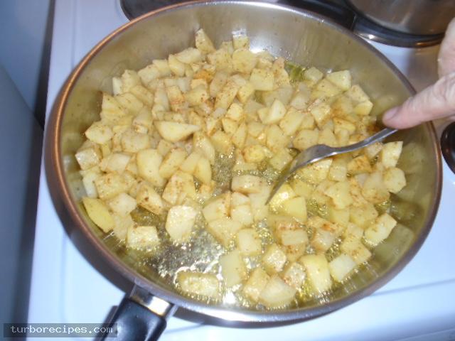 Μεξικάνικες πατάτες με λιωμένο τυρί τσένταρ, σκόρδο και κύμινο - Βήμα 9