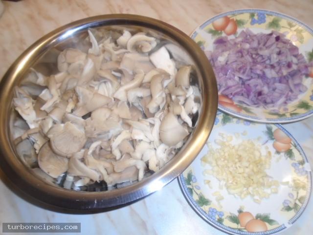 Μανιτάρια πλευρώτους στο τηγάνι - Βήμα 1