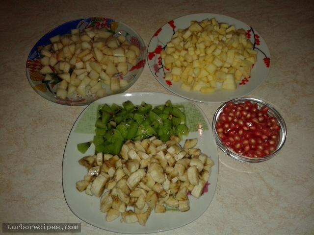 Φρουτοσαλάτα με λίγα φρούτα - Βήμα 1