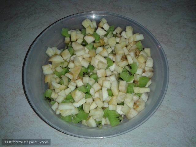 Φρουτοσαλάτα με λίγα φρούτα - Βήμα 2