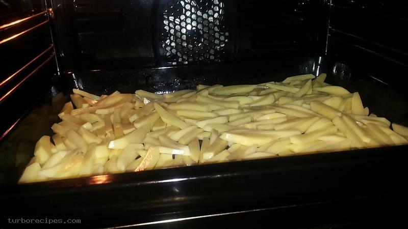 Χοιρινές μπριζόλες στο τηγάνι και ψητά πατατάκια στο γκριλ - Βήμα 6