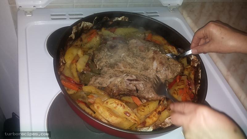Χοιρινή σπάλα στο φούρνο - Βήμα 26