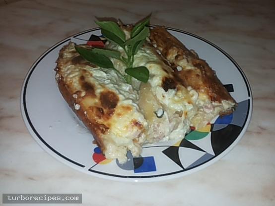 Κανελόνια με αλλαντικά και τυριά και λευκή σάλτσα