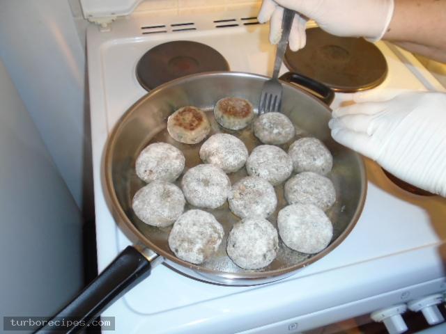 Αρακάς με μπιφτέκια - Βήμα 16