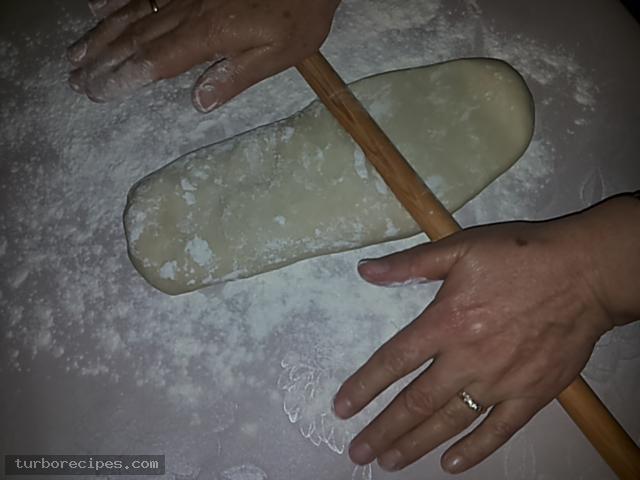 Υπέροχη τυρόπιτα με χειροποίητο φύλλο - Βήμα 10