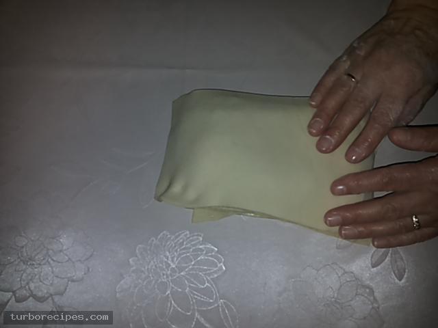 Υπέροχη τυρόπιτα με χειροποίητο φύλλο - Βήμα 15