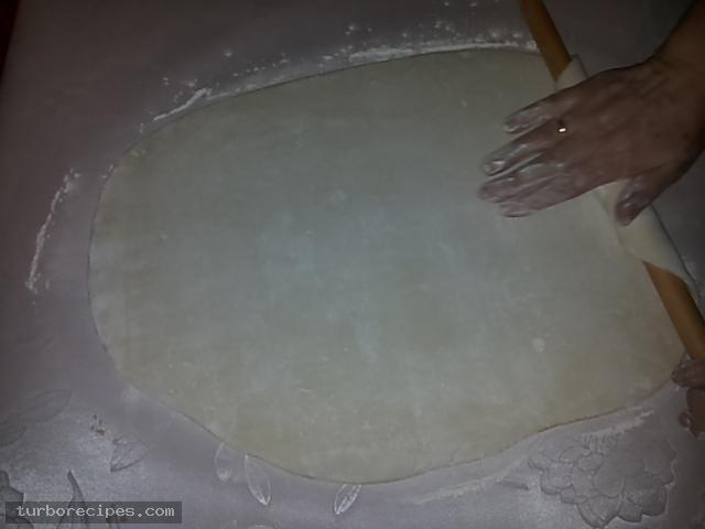 Υπέροχη τυρόπιτα με χειροποίητο φύλλο - Βήμα 17