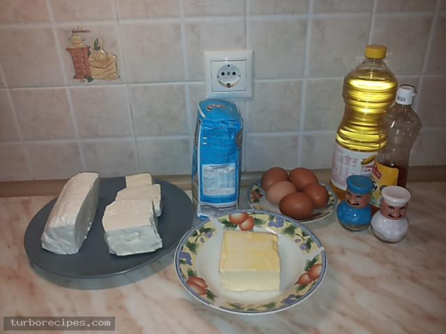Υπέροχη τυρόπιτα με χειροποίητο φύλλο - Υλικά συνταγής