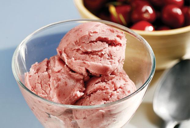 Παγωτό γιαούρτι με βύσσινο